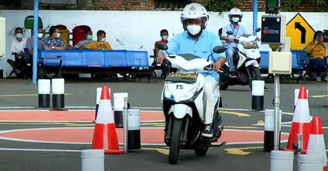 Berita Menarik: Surat Terbuka untuk Jokowi Soal SIM; Garasi Calon Panglima TNI (53637)