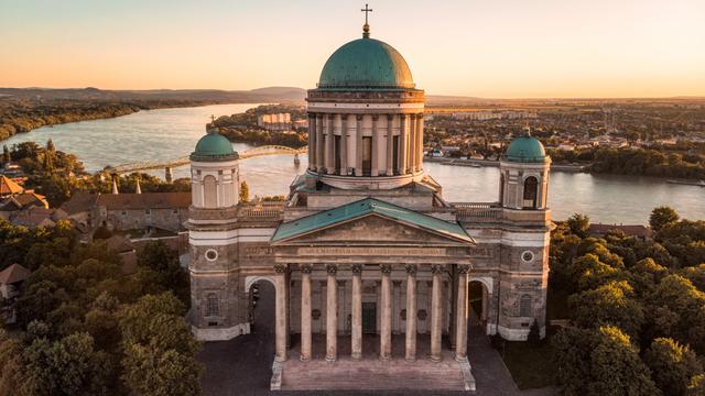 Kapsul Waktu Berusia 176 Tahun Ditemukan dalam Salib di Gereja Hungaria (205401)