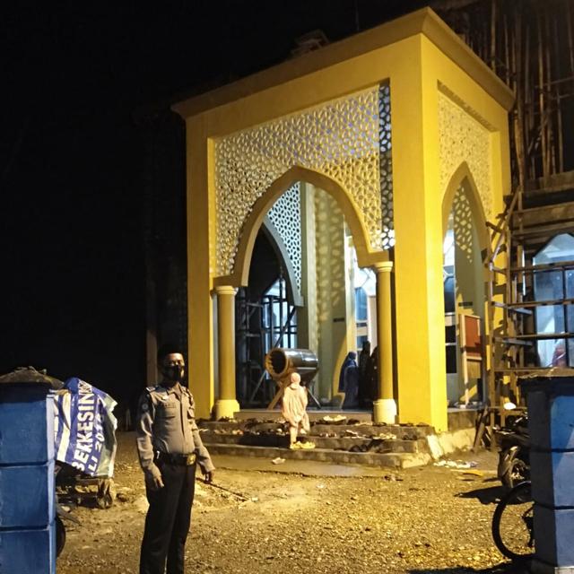 Masjid di Morowali Dijaga Polisi, Jemaah Harus Pakai Masker (315031)