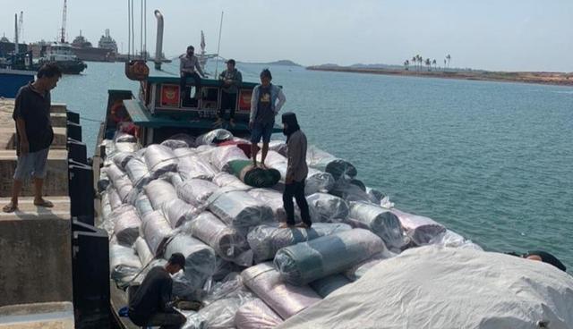 Bea Cukai Batam Amankan Kapal Pembawa Karpet Ilegal (342228)