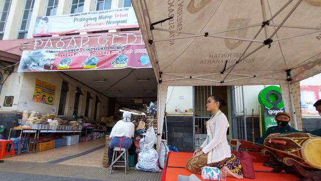 Asyik, Belanja di Pasar Gede Solo Kini Dihibur Kesenian Cokekan (588946)