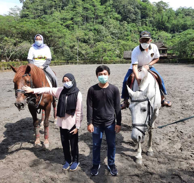 Pengusaha Semarang Kirim 1 Ton Telur dan 100 Kardus Air Minum untuk Gempa Malang (454046)