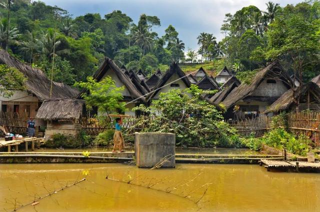 Rumah Adat Jawa Barat di Kampung Naga Tasikmalaya dan Tipologinya (220829)