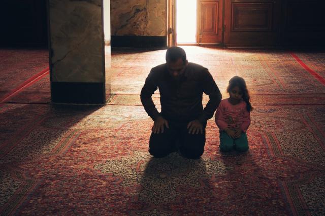 Tata Cara Sholat Tarawih di Rumah Berjamaah Bersama Keluarga (78354)