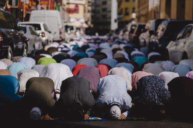 Naskah Khutbah Ramadhan Tentang Keutamaan Sholat Tarawih (434857)