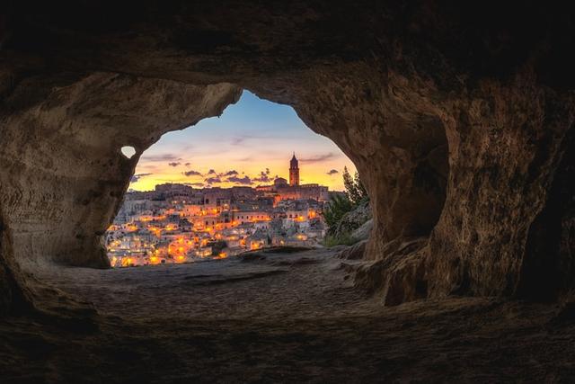 Tradisi Ramadhan di Benua Eropa, dari Pasang Lampion hingga Basuh Muka di Gua (259489)