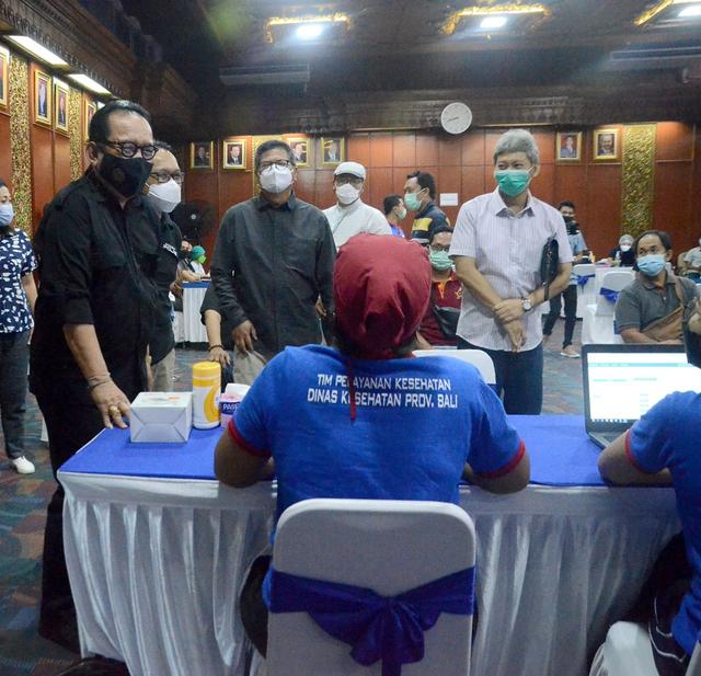 600 Ribu Warga Bali Telah Terima Vaksin Covid-19 Tahap Pertama (544216)