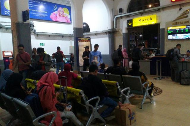 Cara PT KAI Daops 3 Cirebon Kembalikan Barang Penumpang yang Tertinggal (141350)