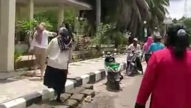 Polisi Tak Tahan Tersangka Penganiaya Emak-emak Jelang Pilkada Mamuju, Ada Apa? (541447)