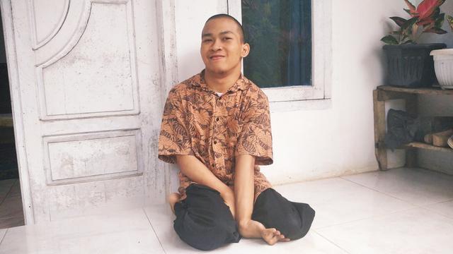 Disabilitas Tak Halangi Indra untuk Menulis Buku dan Memberdayakan Sesama (15881)
