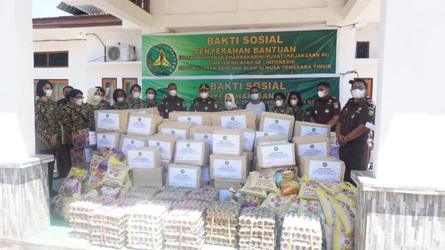 IAD Kejaksaan Peduli Bantu Korban  Bencana Alam Flores Timur (676691)