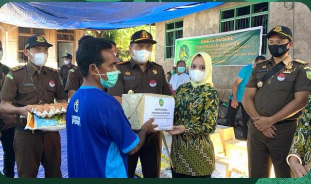 IAD Kejaksaan Peduli Bantu Korban  Bencana Alam Flores Timur (676692)