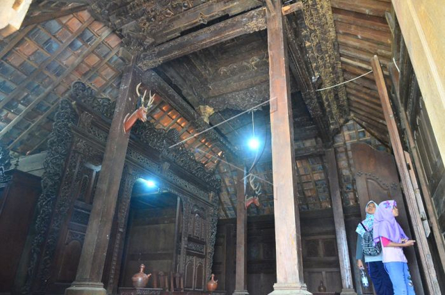 Mengenal Rumah Adat Jawa Tengah Khas Kudus melalui Arsitektur dan Seni Ukirnya (316289)