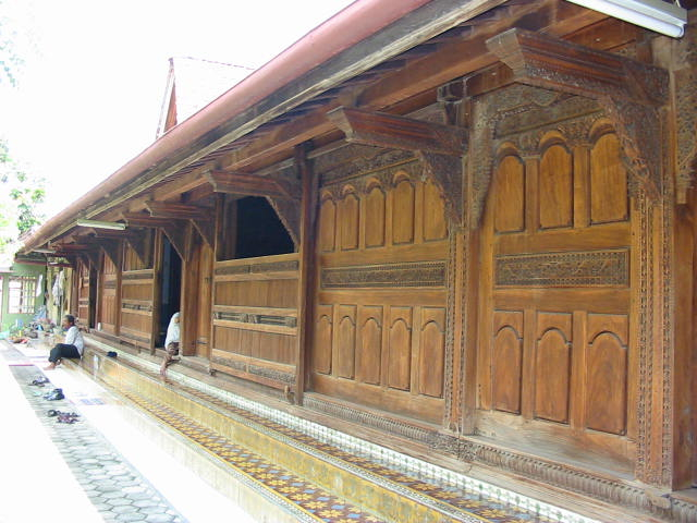 Mengenal Rumah Adat Jawa Tengah Khas Kudus melalui Arsitektur dan Seni Ukirnya (316290)