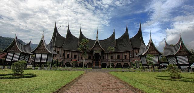 Rumah Adat Sumatera Barat dan 4 Fakta Unik Si Rumah Gadang  (95684)