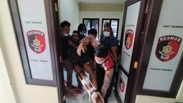 Foto-foto Penguntit Anak Bupati Brebes yang Ditembak Polisi (70482)