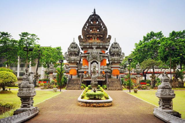 Rumah Adat Bali dan 3 Nilai Filosofis di Balik Bangunannya (210859)