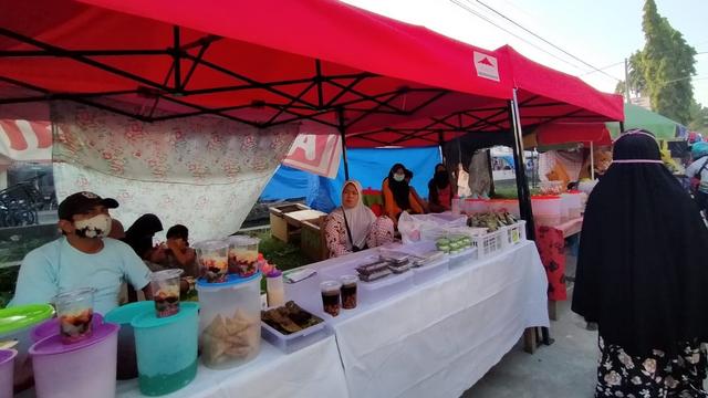 Penjual Sayuran dan Sembako di Polman Beralih Jualan Takjil Selama Ramadhan (120262)