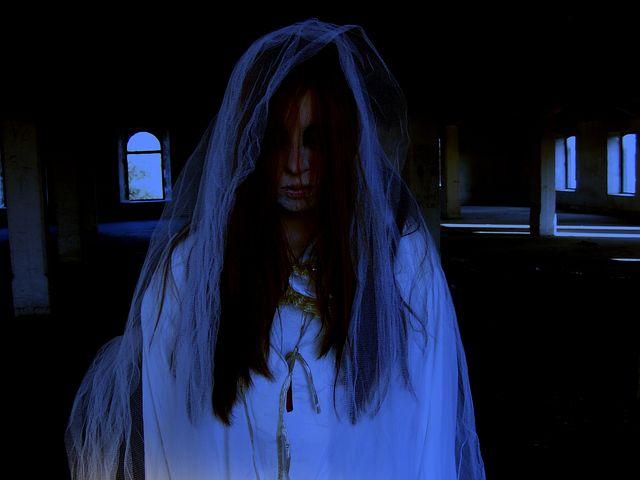 Kerja Malam: Sosok Perempuan (Part 2) (236460)