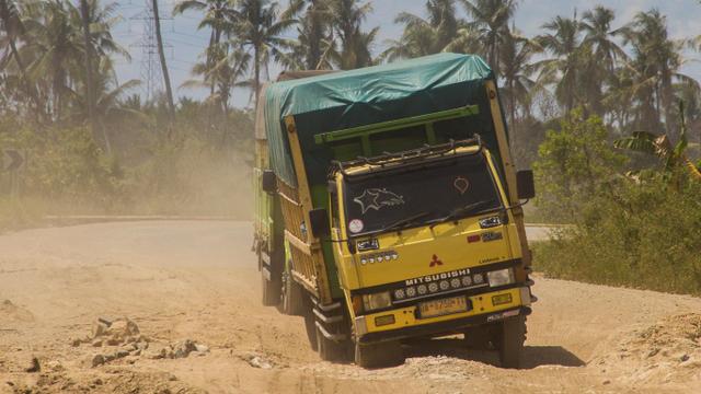 Foto: Jalan Penghubung di Kalimantan Selatan Rusak Akibat Banjir (622698)