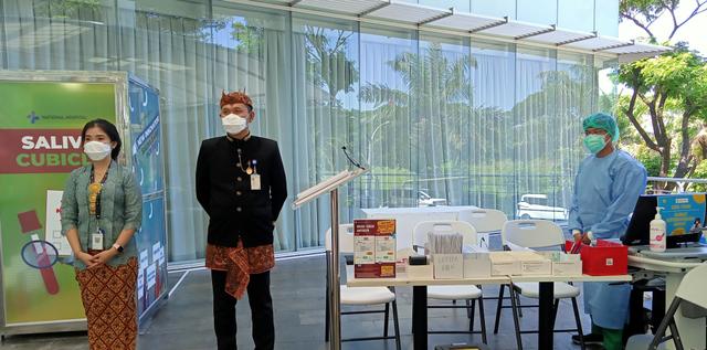 Rayakan Hari Kartini, Staf Rumah Sakit di Surabaya Pakai Busana Adat (170973)