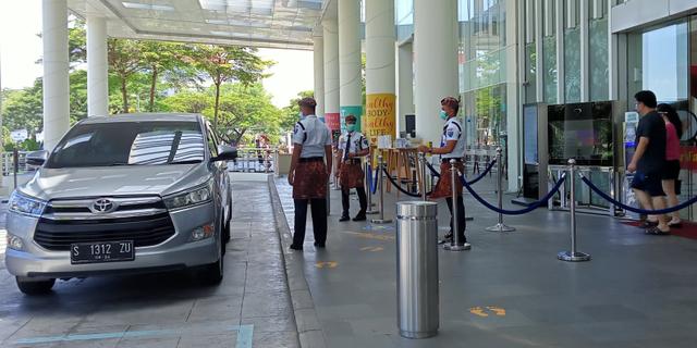 Rayakan Hari Kartini, Staf Rumah Sakit di Surabaya Pakai Busana Adat (170974)