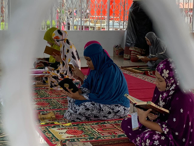 85 Warga Binaan Lapas Perempuan Pontianak Ikuti Tadarus, 35 Orang Telah Khatam (274059)