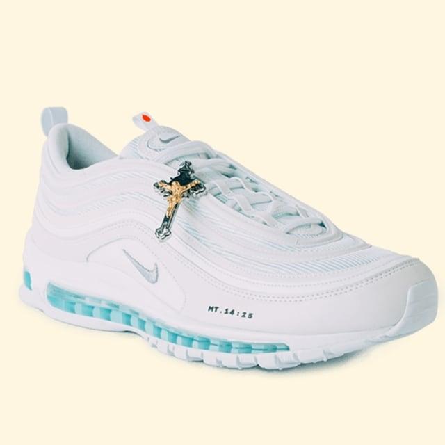 Melihat 'Sneakers Setan' dan 'Jesus Shoes' dari MSCHF yang Tuai Kontroversi (96722)
