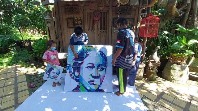 FOTO: Menyusun Puzzle RA Kartini (120576)