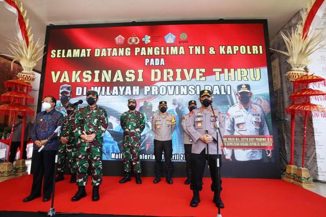 Panglima TNI dan Kapolri Tinjau Vaksinasi Drive Thru di Bali (379996)