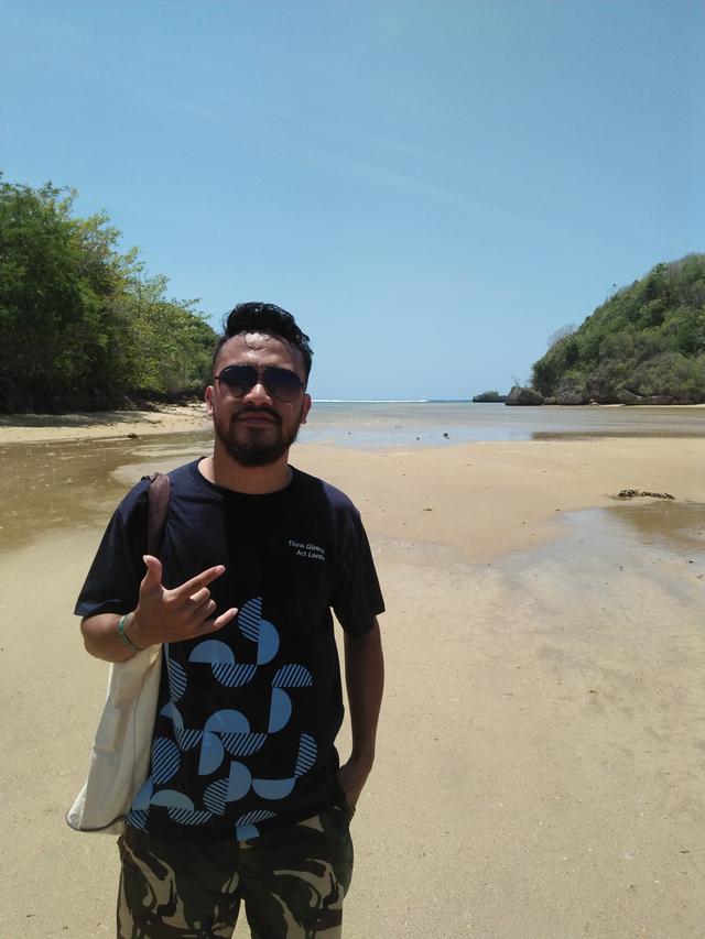 Pantai Tiga Warna, Gradasi Warna Pantai Malang Selatan (549360)