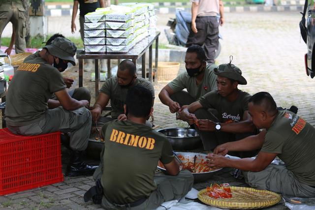 Polda Lampung Buka Dapur Lapangan, Bagikan Paket Makanan Buka Puasa Gratis (285762)