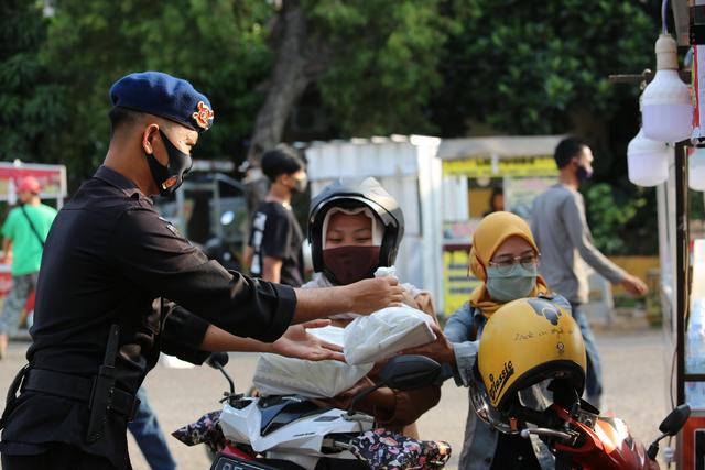 Polda Lampung Buka Dapur Lapangan, Bagikan Paket Makanan Buka Puasa Gratis (285763)