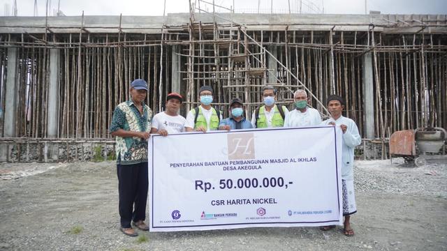 Harita Nickel Serahkan Bantuan untuk Pembangunan Masjid di Obi, Halmahera (10811)