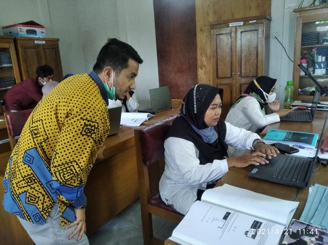 Pengabdian Masyarakat Dosen Itera Latih Guru di Lampung Selatan Mengajar Online (727155)