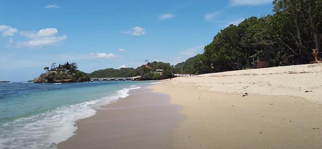 Pesona Cantik dan Indah Pantai Balekambang (21755)