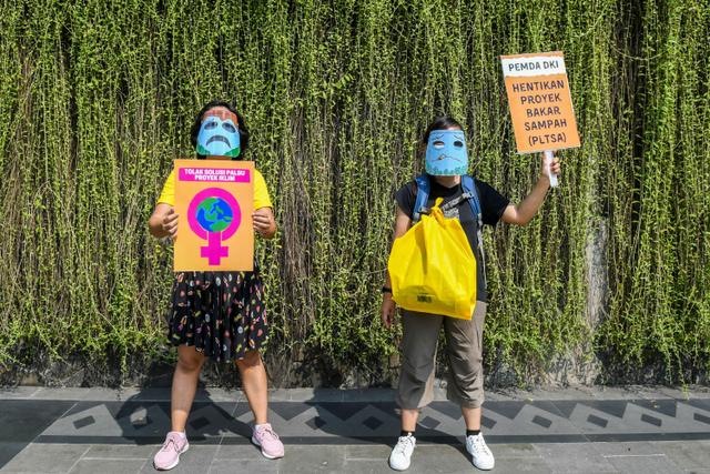 Foto: Aktivis Lingkungan Hidup Gelar Aksi Joget Jagat Peringati Hari Bumi 2021 (333385)