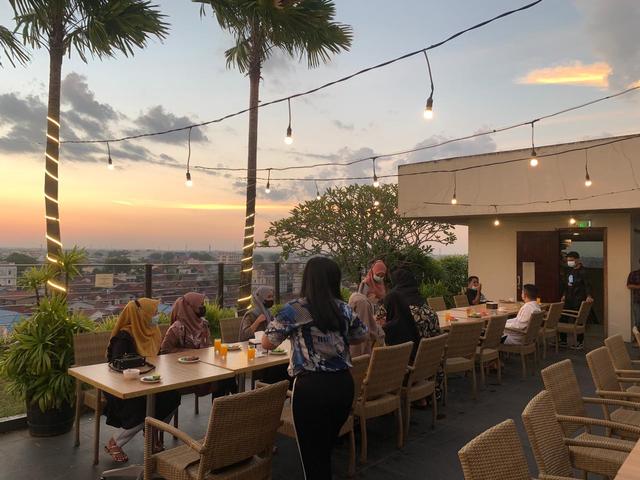 Menikmati Sunset nan Indah sambil Berbuka Puasa di Borneo Hotel Pontianak (38365)