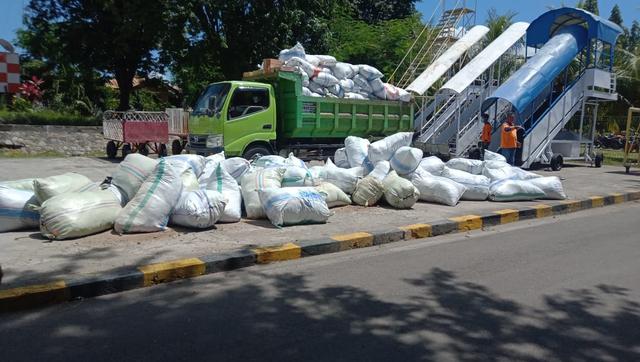 Warga NTT di Jogja Salurkan 15 Ton Bantuan untuk Pengungsi Flotim dan Lembata (232183)