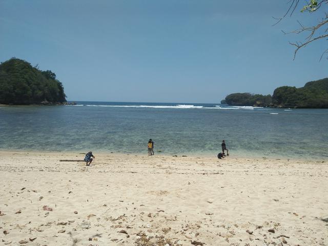 Pantai Tiga Warna, Gradasi Warna Pantai Malang Selatan (549363)
