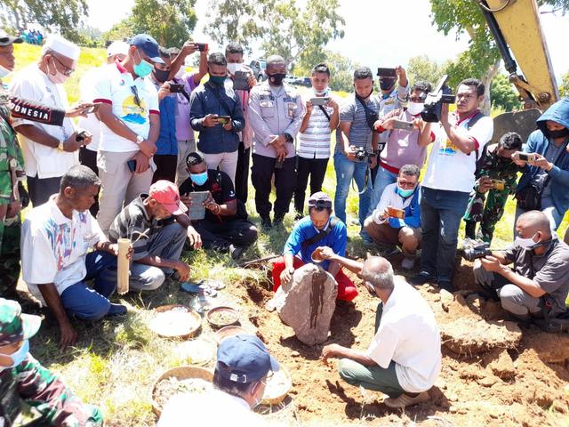Ritual Adat Tandai Pembangunan 700 Unit Rumah bagi Korban Bencana Lembata (28929)