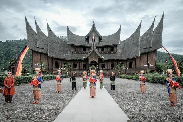 Sandiaga Uno Dorong Istana Pagaruyung Sebagai Wisata Ikonik Lain di Sumbar (139027)