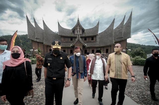 Sandiaga Uno Dorong Istana Pagaruyung Sebagai Wisata Ikonik Lain di Sumbar (139032)