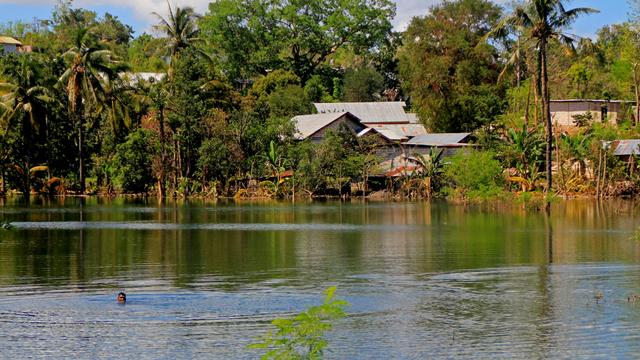 Foto: Melihat Danau Baru yang Terbentuk usai Siklon Tropis Seroja di Kupang (138416)