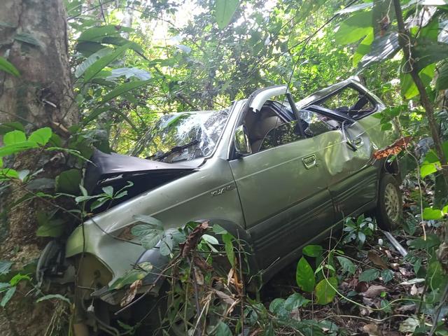 Toyota Kijang Masuk Jurang Sedalam 50 Meter di Bukit Vandering, Bengkayang (14640)