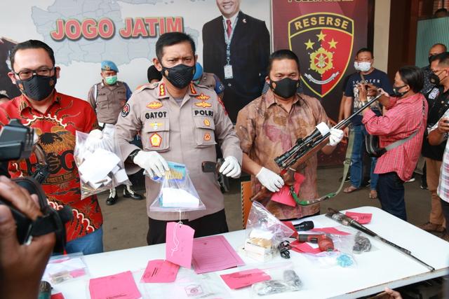 Guru SMP Asal Malang Perakit Senpi Ilegal Berhasil Diamankan Polisi (14905)