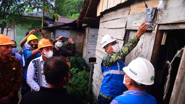 PLN Berhasil Alirkan Listrik untuk 10 Desa di Banggai Laut dan Banggai Kepulauan (345410)