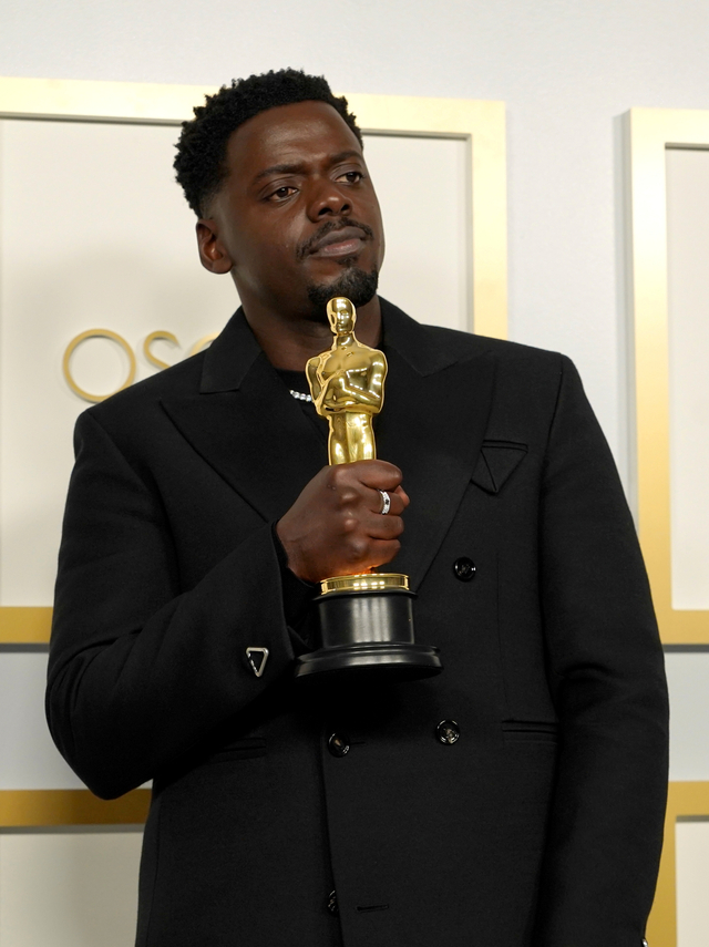 Daniel Kaluuya Raih Piala Oscar Berkat Film Judas and The Black Messiah (209819)