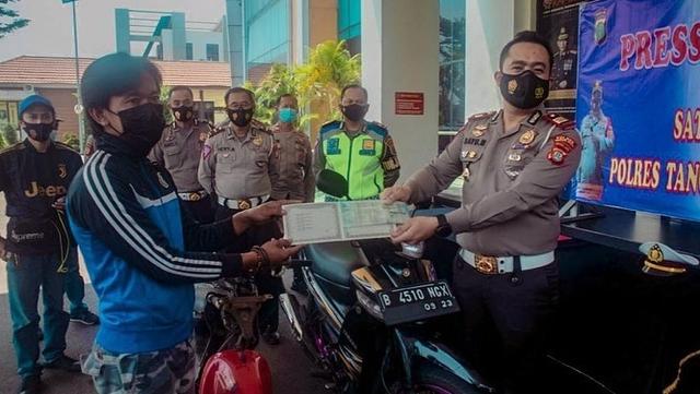 Pemotor Viral yang Lepas Tangan di Bintaro Ditunjuk Jadi Duta Lalu Lintas (102755)