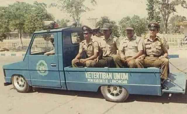 Potret Mobil Polisi Jadul yang Serba Ceper, Editan? (593544)
